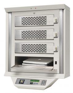 kwi-smart-locker_4-mods_with-laptop_angled